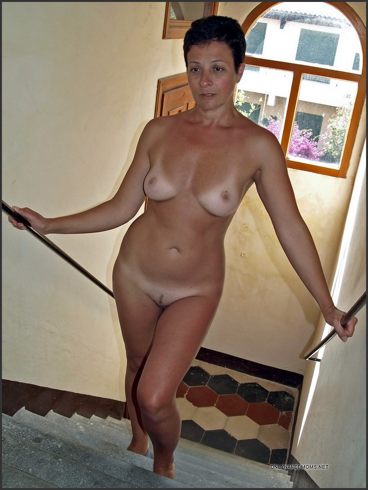 Mature ex wife naked for me