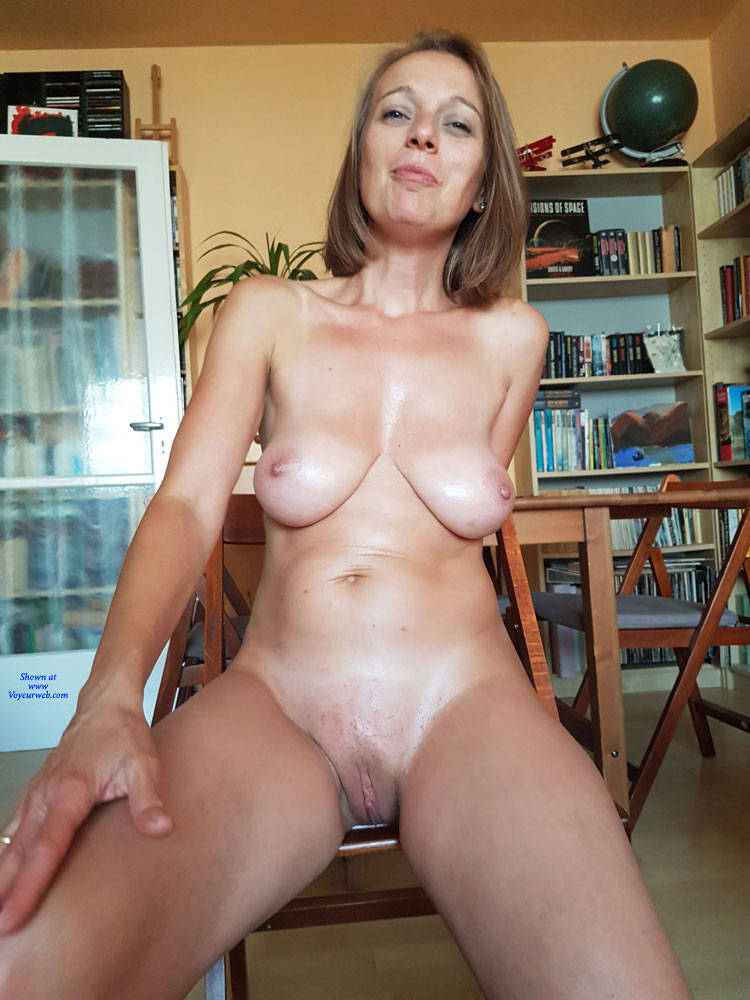 fingers stuck in the pussy nude