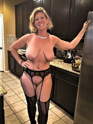 Mature wife naked pic