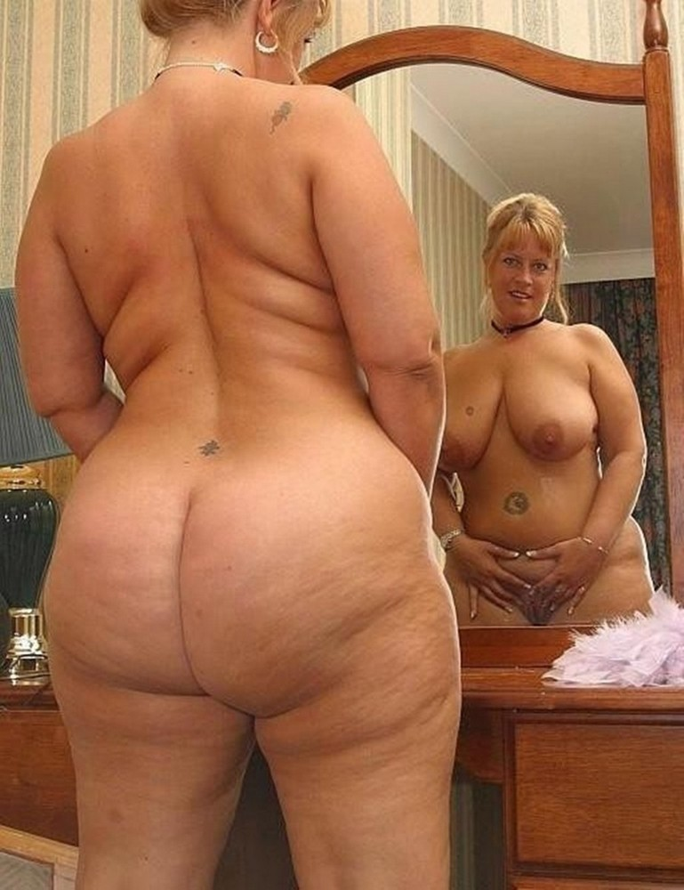 Naked mature hips